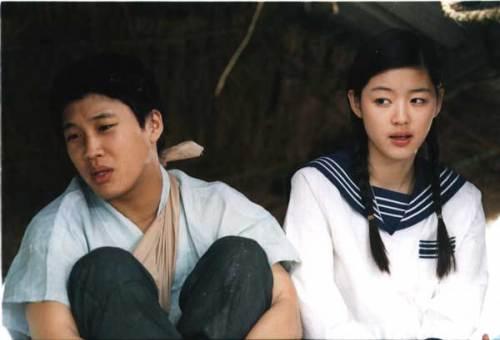 Jeon Ji-hyun cùng Cha Tae-hyun trong My Sassy Girl
